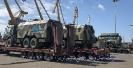 حمل تجهیزات و ماشین آلات نظامی توسط کمرشکن های ویژه ارتفاع کوتاه مجهز به پل و سکو جهت بارگیری_1